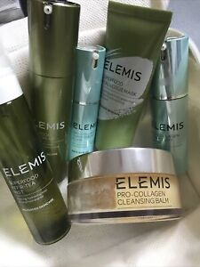 Elemis Bundle And Gift Toiletry Bag