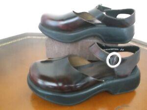 Dansko Burgundy Patent leather  Maryjane buckle Clogs  Women's Sz.6 M /36 EU