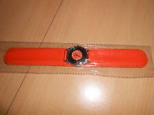 montre CLAC s'enroule autour de votre poignet orange - neuve