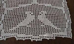 Vintage Filet Crochet Lace Birds Table Runner Antimaccassar Chair Doily Back Top