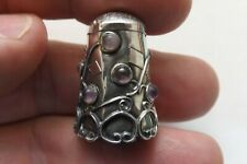 VINTAGE MEXICAN STERLING SILVER THIMBLE WITH AMETHYST FLOWERS 2.5CMS (1621)