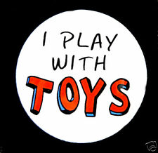 """I PLAY WITH TOYS - Button Pin Badge 1.5"""" Geek Collector"""