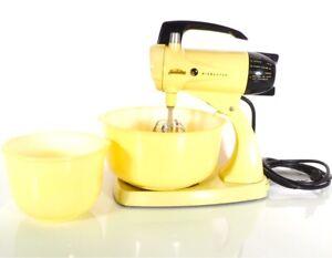 Vintage Sunbeam Mixmaster Model 12 Pastel Yellow Fully Functional Plus Bowls MCM