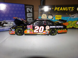1/24 TONY STEWART #20 HOME DEPOT / IN SEARCH OF THE GREAT PUMPKIN 2002 ACTION