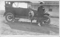 Found PHOTOGRAPH bw BLACK AND WHITE Original CLASSIC CAR Snapshot VINTAGE 05 26