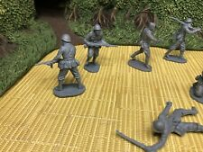 AIRFIX ITALIANS INFANTRY  7 FIGURES IN 7POSES 1/32 scale