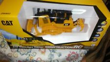 R/C CAT D7E Dozier/Tractor Fully Functional 1/24 Scale