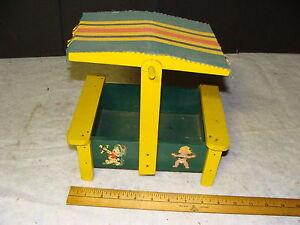 "small Wooden and tin SANDBOX aprox 9 1/2 x 7 1/4 x 9"""