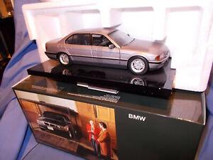 "MINICHAMPS 1/24:""BMW 750 JAMES BOND 007/TOMORROW NEVER DIES""....ladenneu"