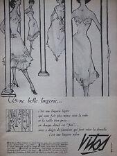 PUBLICITÉ DE PRESSE 1955 UNE BELLE LINGERIE VITOS - ADVERTISING