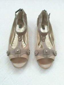 MIMCO beige/donkey all leather flats with back zip. Size 40