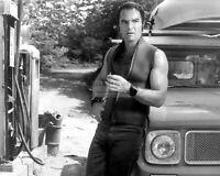 "BURT REYNOLDS IN THE 1972 FILM ""DELIVERANCE"" - 8X10 PUBLICITY PHOTO (MW228)"