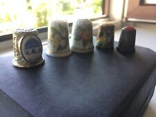 5 alte Fingerhüte Konvolut, verschiedene Motive und Materialien
