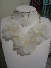 White Acrylic Triple Flower Clear Faceted Glass Bead Chunky Necklace earring Set