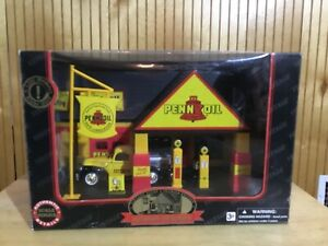 Pennzoil Roadside Gas Station with Ford Pickup Truck, 1:32 scale, New, Unopened