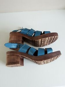 Moshulu sandals size 5