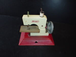 Vintage Straco Child's Toy Sewing Machine Red Metal White Plastic