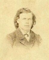 1860s Rugged Gentleman CDV Albumen Vignette Photo Civil War Tax Stamp Antique 01