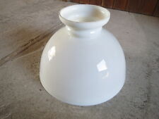 Ancien verre de lampe à pétrole à suspendre en opaline french antique lamp