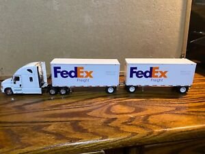 1/53 TONKIN FREIGHTLINER CASCADE TRACTOR & SET OF DOUBLES (FED EX FREIGHT )