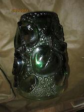 Vase en verre vert décor de grosses feuilles en relief signé FIVO style Lalique