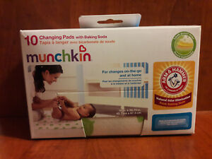 Munchkin Disposable Changing Pads with Arm & Hammer Baking Soda - 10 Count