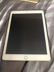 """Apple iPad 7th Generation . 32GB , Wi-Fi, 10.2"""" Gold"""