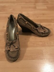 """Bamboo Women's Shoes Size 10  Beaded Moccasin Wedge """"Sam 01"""" Beige Suede"""