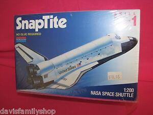 Monogram NASA Space Shuttle #5905 Model Kit 1:200 NEW and SEALED