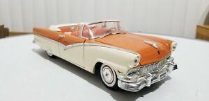 Ertl 1956 Ford Sunliner