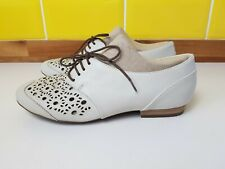 Clarks Active Air Cream Leather Cut Out Brogues Lace Up Flat Shoes Size 5 Wide
