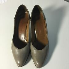Vintage Charles Jordan Classic Leather Pumps. Taupe. Size 7