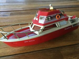 VINTAGE SUNDANCE CRUISER RED TOY PLASTIC BOAT KW 91063A