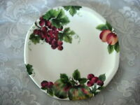 Collectible ROYAL DOULTON Vintage Grape Salad/Dessert Plate - Made in England