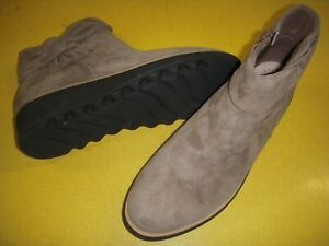 Clarks Collection Sharon Salon Suede Ankle Boots w/Bow Women's 7 M Taupe 7M