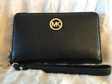NWT MICHAEL KORS LEATHER FULTON LG FLAT MF PHONE WRISTLET/WALLET IN BLACK/GOLD