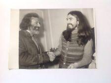 GEORGES MOUSTAKI  et GEORGES HARRISON - PHOTO DE PRESSE ORIGINALE 13x18cm