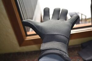 Neoprene gloves 4mm New, nice, the real deal  ( GREAT DEAL)