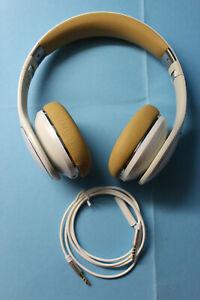 SAMSUNG LEVEL ON, Premium kabelgebundene On-Ear-Kopfhörer & Fernbedienung,weiß