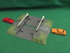 LIMA OO GAUGE LEVEL CROSSING WITH BARRIERS AND CARS IN V.G.C.WORKING ORDER