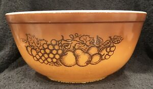 Vintage Pyrex Old Orchard Brown Mixing Bowl Grapes Fruit #403 2-1/2 qt