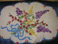 Coussin ancien en soie bleue et broderies de fleurs nouées d'un ruban