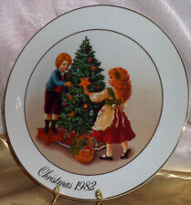 H24K Gold Trim Christmas Memories Porcelain Wall Plate Decoration Avon 1982