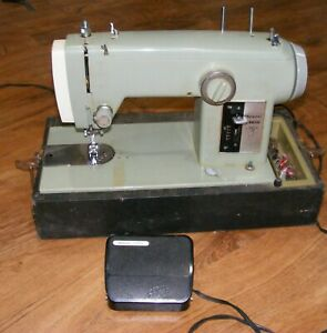Vintage Kenmore zigzag Portable Sewing Machine, 158.130
