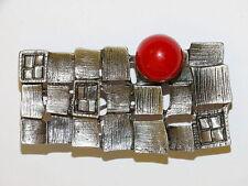 Ausgefallene Brosche mit roter Achat-Perle
