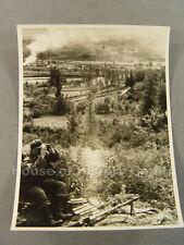 Pressefoto, KB Altstadt 89264: MG-Stellung mit 7 Stielhandgranaten, MG-Trupp