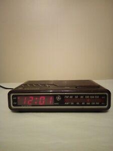 Vintage General Electric 7-4612B AM/FM Alarm Clock Radio