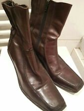 Ladies Burgendy brown leather wedge boots size 6 clarks
