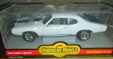 AMERICAN MUSCLE 1969 PONTIAC GTO ROYAL BOBCAT WHITE/BLUE 1:18 DIECAST CAR