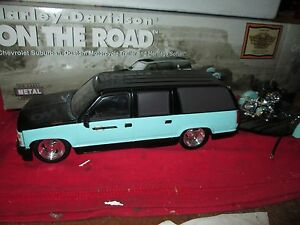 Harley Davidson 1/24 CHEVY SUBURBAN W/ MOTORCYCLE heritage soft tail w/ trailer